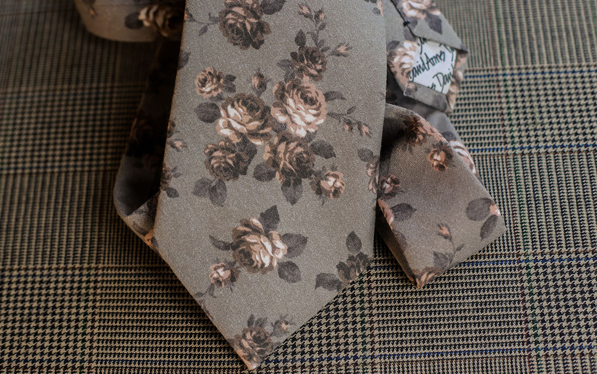 floral-necktie-grey-backside-product-gallery-image-02