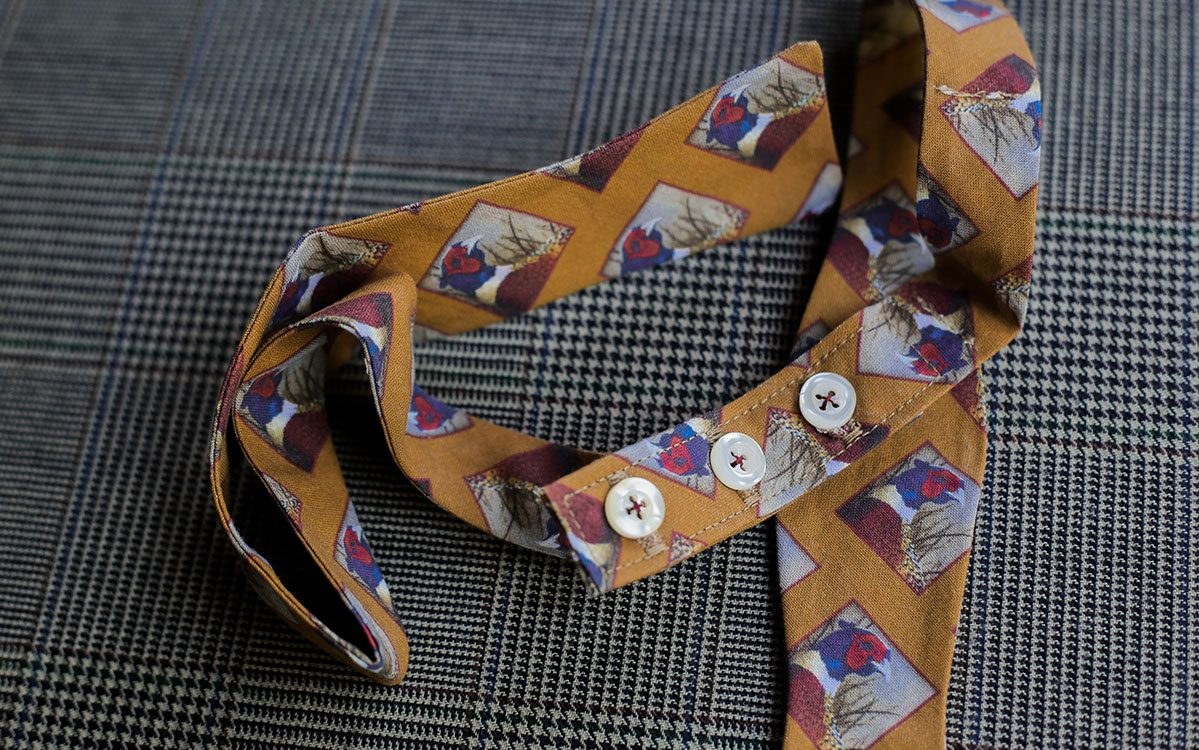 pheasant-bow-tie-gold-folded-product-gallery-image-03