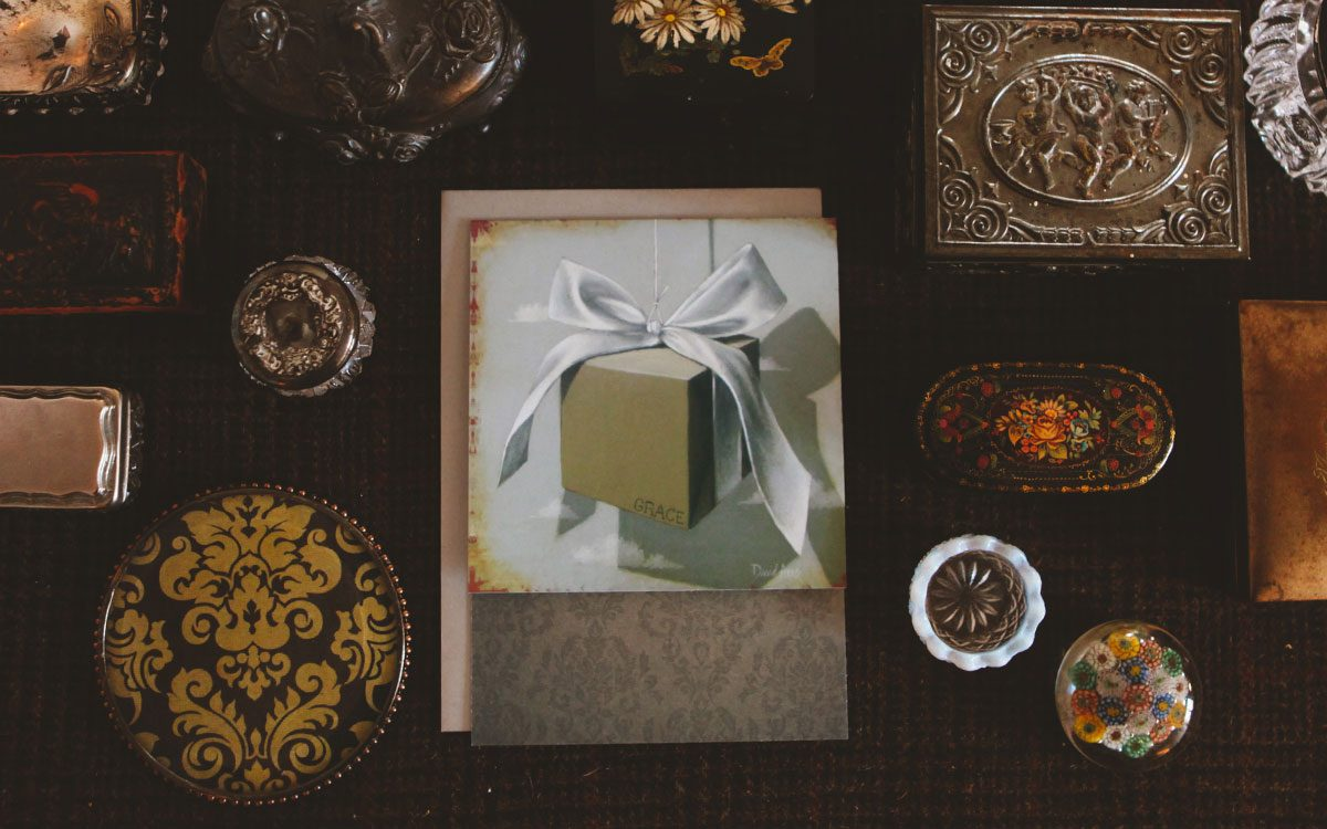 gift-of-grace-notecard-product-gallery-image-lifestyle