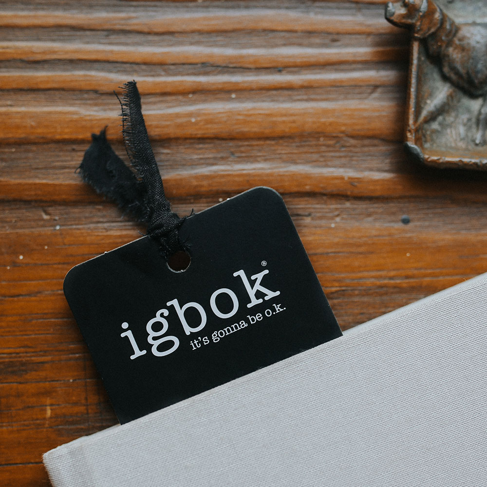 igbok-bookmark-2020-product-image-lifestyle-looking-down